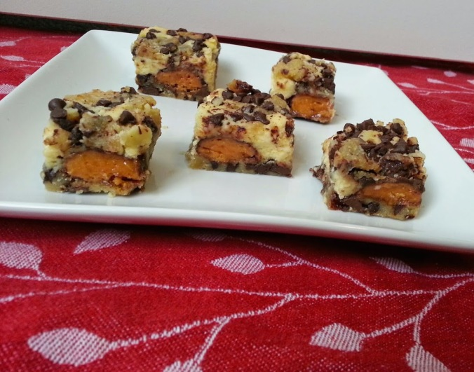 Butterfinger cheesecake cookie bars